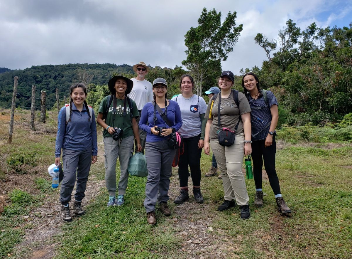 Undergraduate Researchers pose during the 2019 Costa Rica Expedition Trip