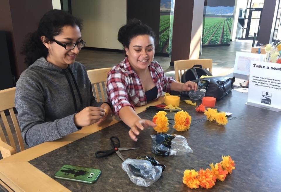 2 girls making crafts