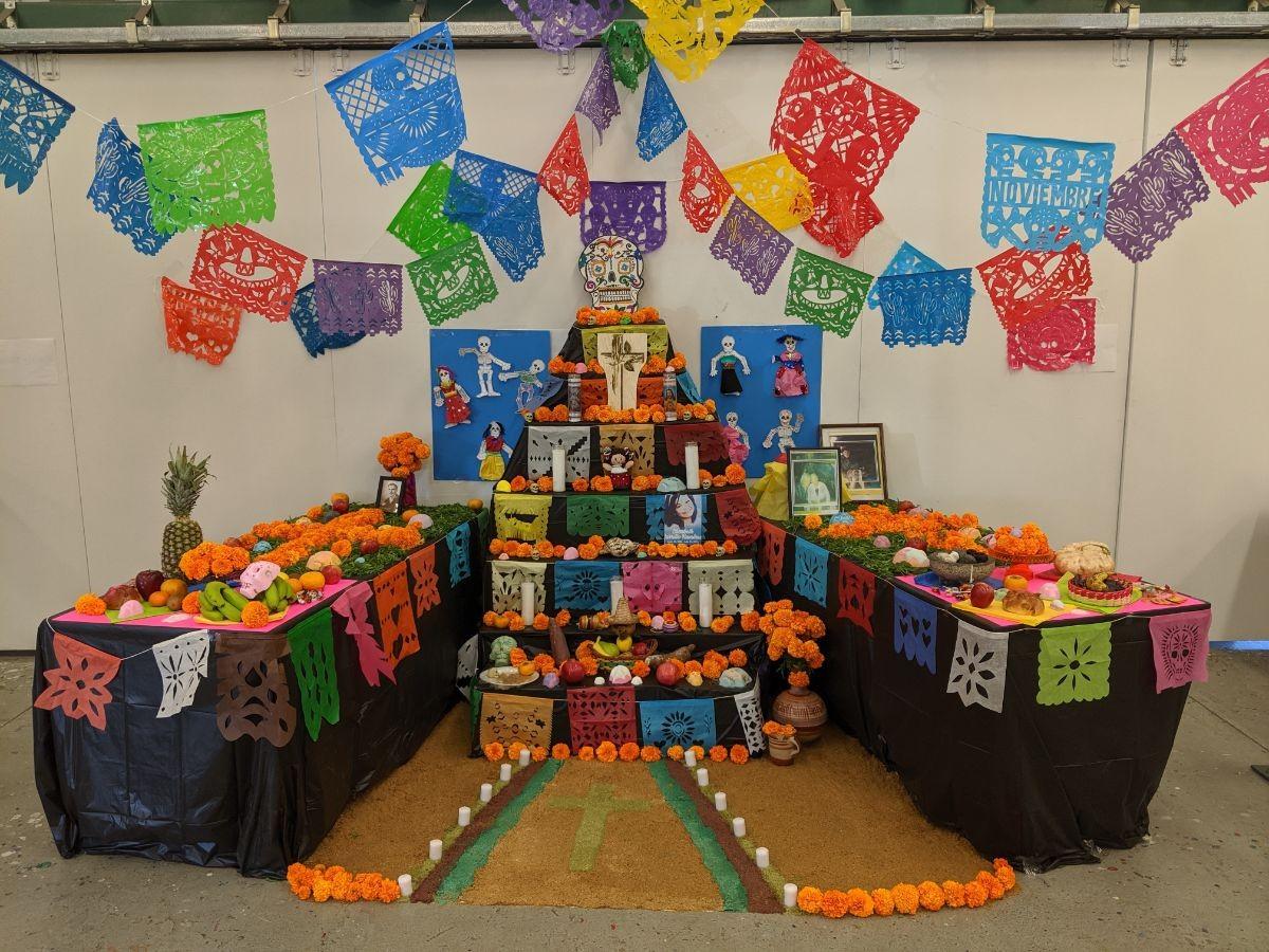 CSUMB Spanish Club members built an Ofrenda at VPA